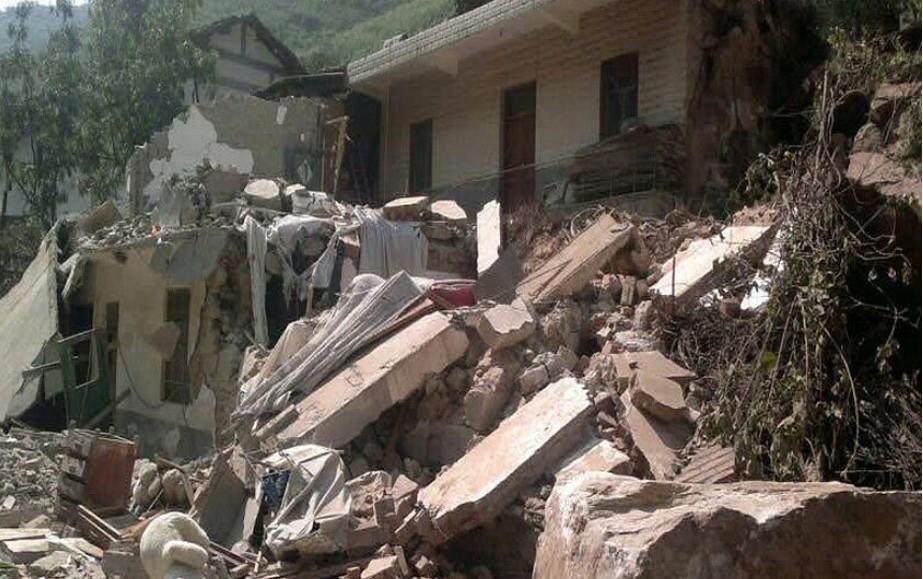 地震后倒塌的房屋