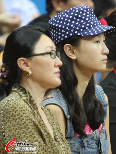周鹏女友与李春江夫人