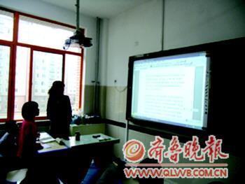 新學期開學,新泰市大部分中小學安裝上電子白板