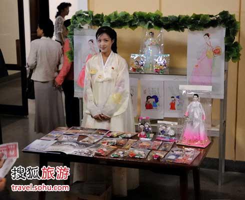 街拍穿著時尚的朝鮮姑娘 不愛穿褲子-搜狐旅游圖片