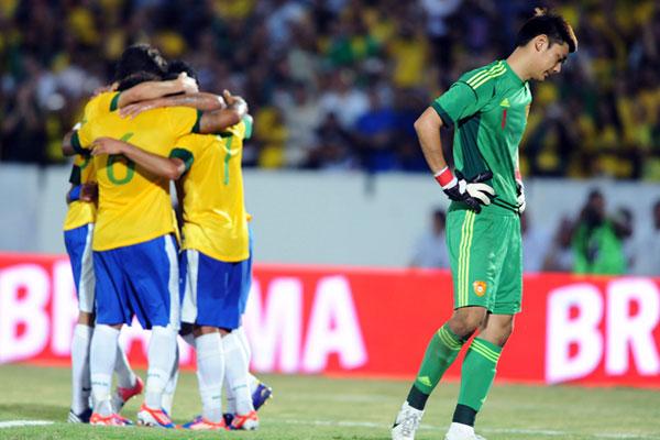 国足惨遭巴西屠戮 比分0:8创输球纪录[图]
