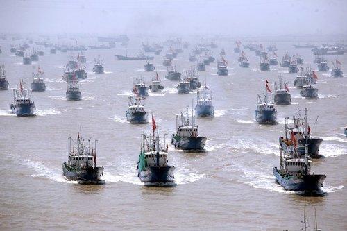 资料图: 大陆禁渔结束时大批渔船出海的壮观情景