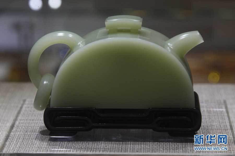上海 倪伟斌/这是9月13日拍摄的中国玉雕大师倪伟斌创意雕刻制作的岫岩河磨...