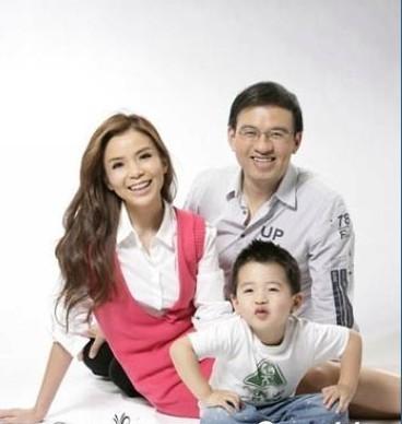 央视主持人王宁年龄_水均益妻女美照均曝光 围观名嘴们的另一半(组图)-搜狐滚动