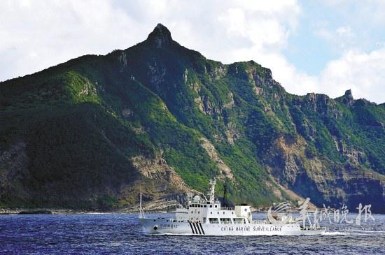 14日,中国海监船只抵达钓鱼岛海域 新华社发