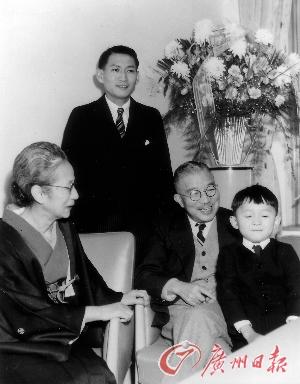 右起分别是鸠山由纪夫、爷爷鸠山一郎、父亲鸠山威一郎。
