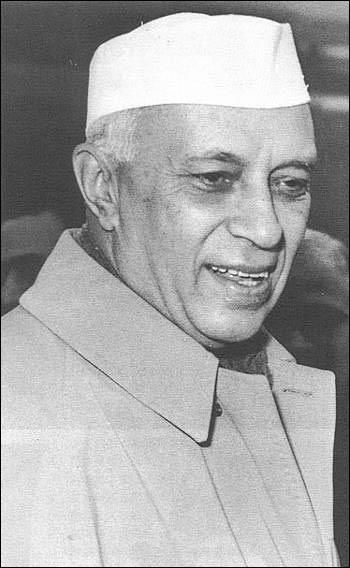 (1889年―1964年),印度独立后第一任总理,也是印度在位时间最长的总理,任期17年。1964年,尼赫鲁病逝。