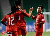图文:[中超]富力3-2申鑫 阿塞姆和队友庆祝