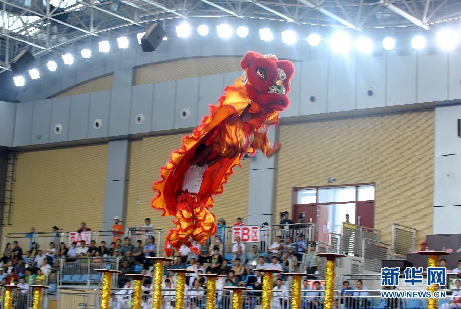 四川/9月17日,四川队在舞龙舞狮比赛南狮规定项目的比赛中。