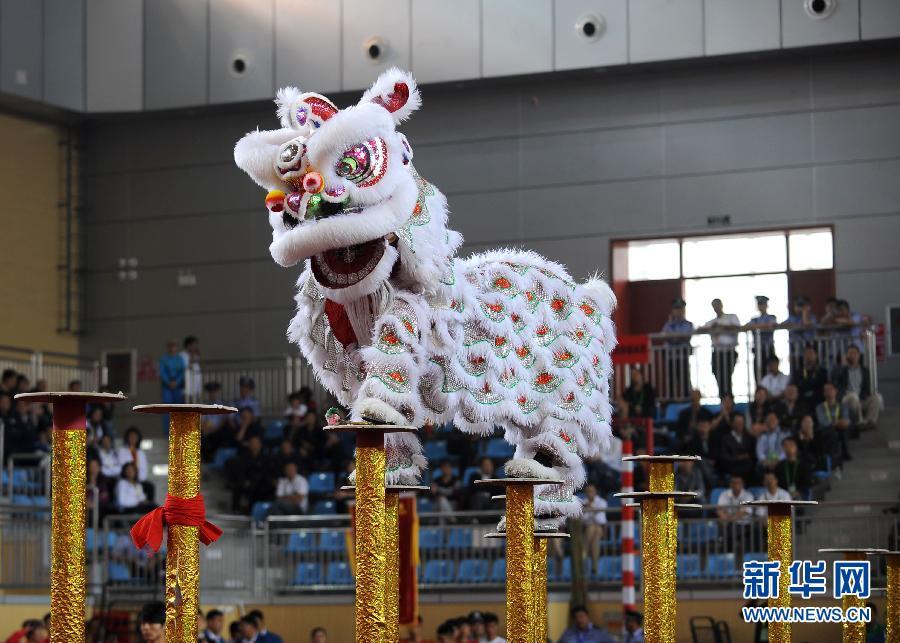 湖北/9月17日,湖北队在舞龙舞狮比赛南狮(规定)项目的比赛中。