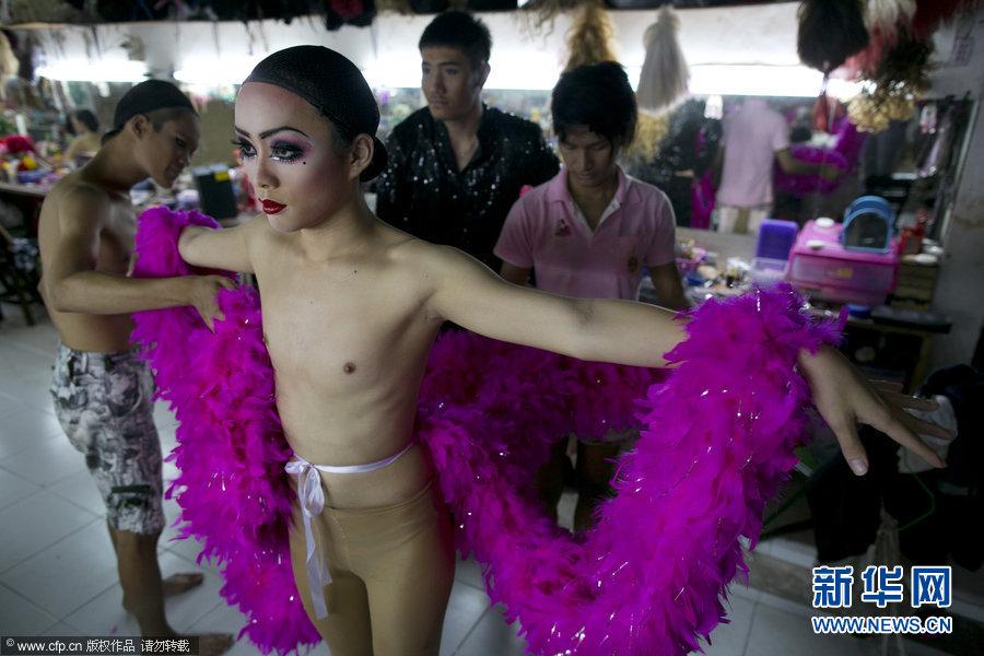 探秘泰国清迈人妖表演台前幕后组图 搜狐滚动