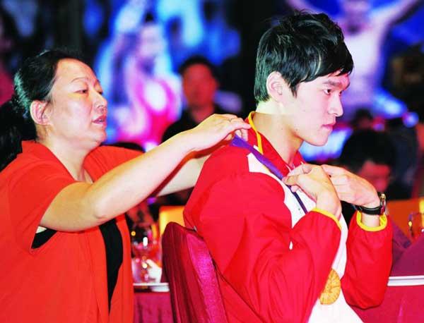 在孙杨眼中,他的成功母亲功不可没。CFP供图
