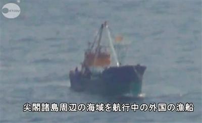 昨日,日媒体拍到的非日本船只进入钓鱼岛附近毗连区的情景。