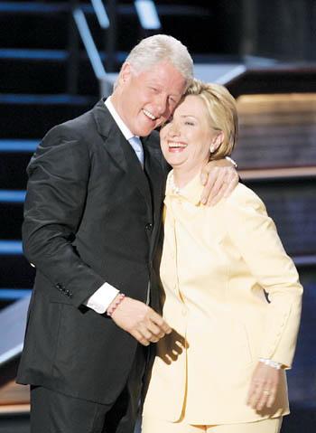 美国前总统克林顿和夫人(现任美国国务卿)希拉里(资料图)