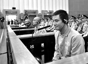 """据中央电视台报道,""""10・5""""湄公河中国船员遇害案,昨日在云南省昆明市中级人民法院继续开庭公开审理。当公诉机关向法庭出示完第一组证据之后,被告人糯康当庭悔罪,请求中国政府从宽处理。"""