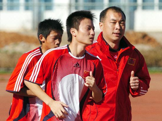 图文:2008年亚少赛回顾 主帅张宁带队训练