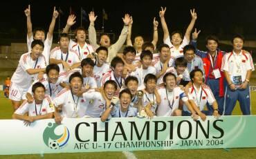 图文:2004年亚少赛回顾 中国球员夺冠合影