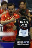 图文:女乒世界杯决赛赛况 孔令辉指导
