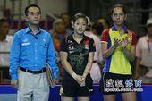 图文:女乒世界杯决赛赛况 等待颁奖