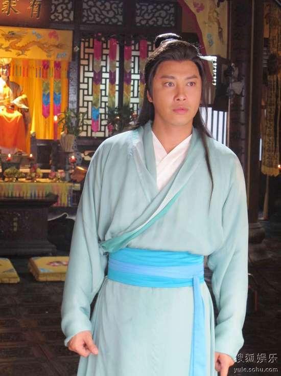 内地电视    刚刚结束《刘海戏金蟾》拍摄,并且利用短暂假期为港片图片