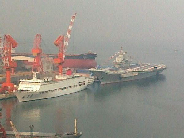 中国首艘航空母舰 辽宁舰 正式交接入列