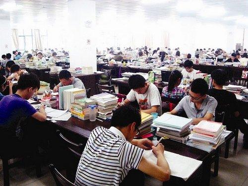 """""""2012椅子很忙"""",今年的这句流行语,日前成为武汉理工大学专座的使用方针。"""
