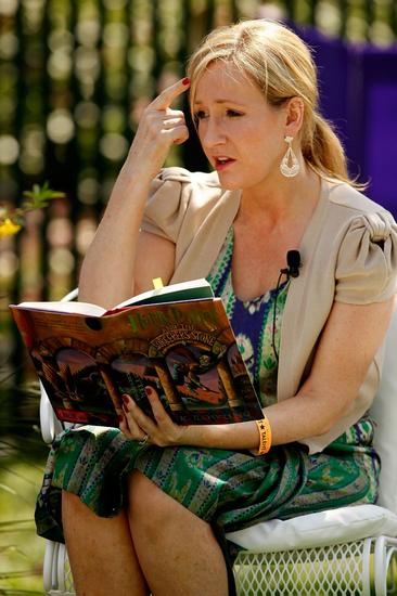 明星性爱小说_罗琳政治题材小说上市 揭朋友短称英国社会势利
