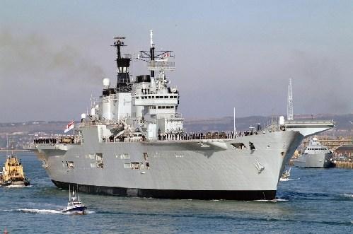 英国皇家方舟号刚刚退役。
