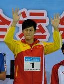 图文:全国游泳锦标赛赛况 孙杨在颁奖仪式上