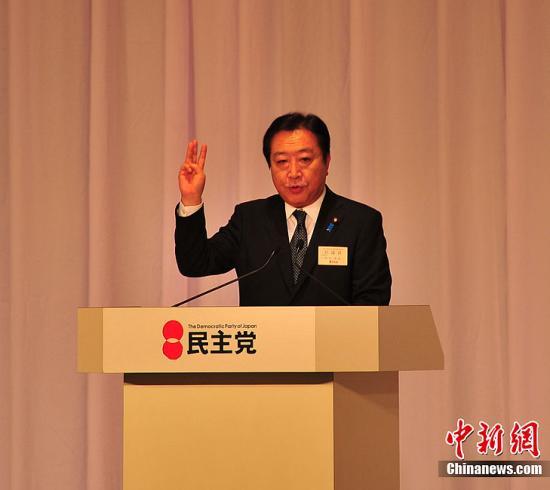 9月21日下午,日本民主党在东京举行新党首选举,现任党代表、首相野田佳彦再次当选。图为选举最后投票前的10分钟演说时的野田佳彦。中新社发 孙冉 摄