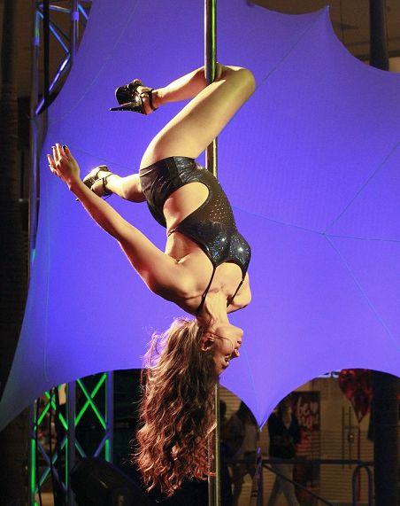 日本吸精大赛决赛 美女跳钢管舞视频