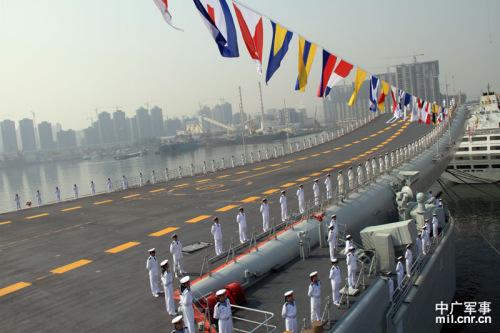 资料图:中国航母辽宁舰。