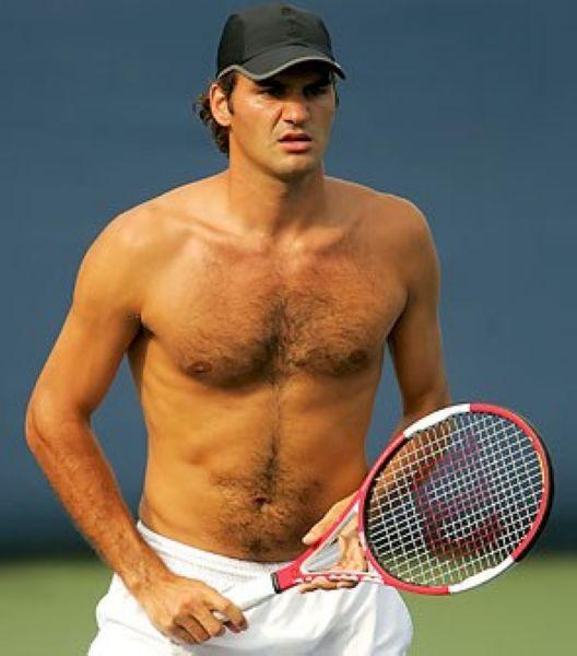 位网球名将做客巴西圣保罗,进行一项网球表演赛事.继之前身穿巴图片