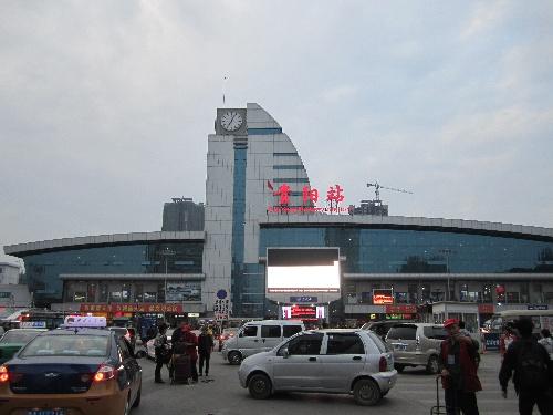 贵阳火车站迎来首个客流高峰日