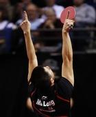 图文:男乒世界杯马龙夺冠 马龙双手指天