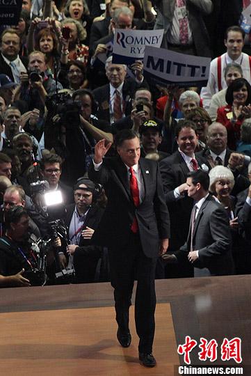 资料图:当地时间8月30日晚,罗姆尼在佛罗里达坦帕举行的共和党全国代表大会上发表演讲,宣布接受共和党的总统候选人提名,向谋求连任的总统奥巴马发起正式挑战。中新社发 李洋 摄