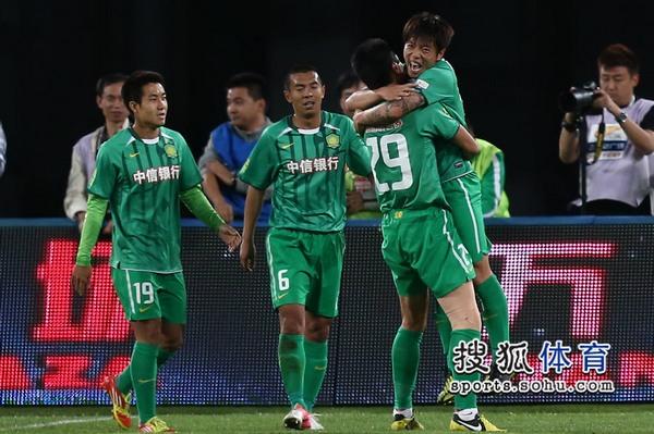 中超图:国安3-0建业 众将庆祝进球