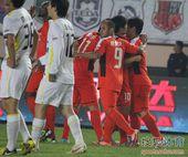 中超图:青岛1-0胜长春 拥抱庆祝