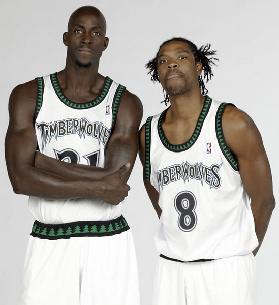 最近几日各支NBA球队陆续召开了媒体见面日,球员拍摄新赛季定装图片
