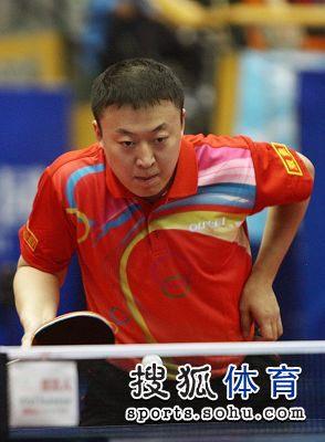 图文:2012乒乓球全锦赛赛况 准备回球