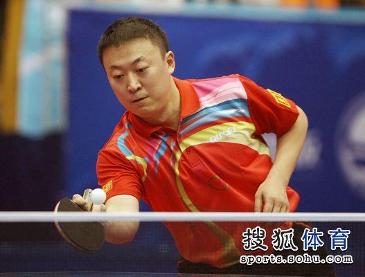 图文:2012乒乓球全锦赛赛况 网前回球