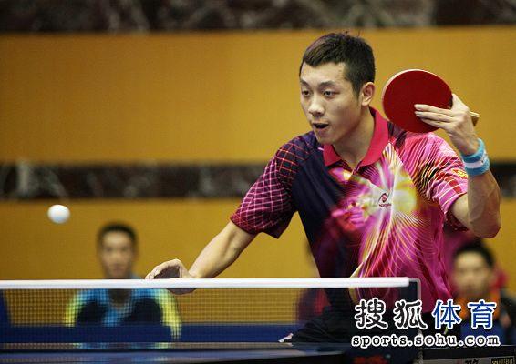 图文:2012乒乓球全锦赛赛况 全情投入