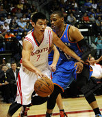 图文:[NBA季前赛]火箭胜雷霆 林书豪突破威少
