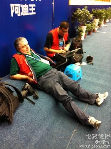 图文:2012乒乓球全锦赛混双 意大利老记者