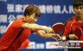 图文:乒乓球全锦赛混双比赛 郭焱奋力回球
