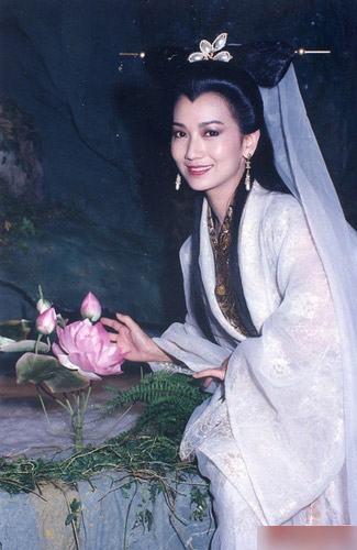 侠女仙子.拍《新白娘子传奇》的时候已是38岁高龄. (责任编辑: