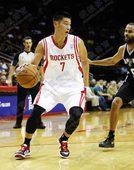 图文:[NBA]火箭负马刺 林书豪PK帕克