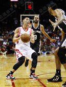 图文:[NBA]火箭负马刺 林书豪进攻