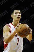 图文:[NBA]火箭负马刺 林书豪准备罚球