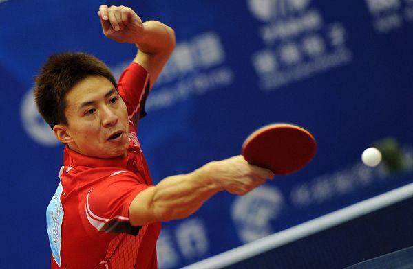 图文:2012乒乓球全锦赛决赛 方博胳膊粗壮